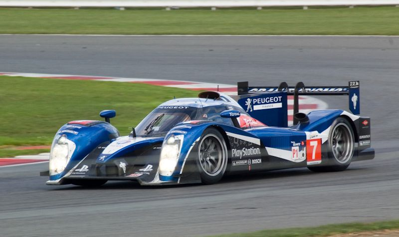 Peugeot 908 winning at Silverstone ILMC race 2011