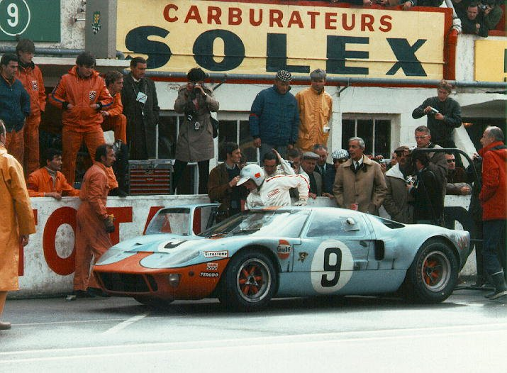 Ford GT40 in for a stop at Le Mans