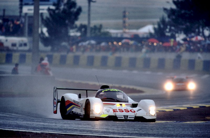 Peugeot 905s in action